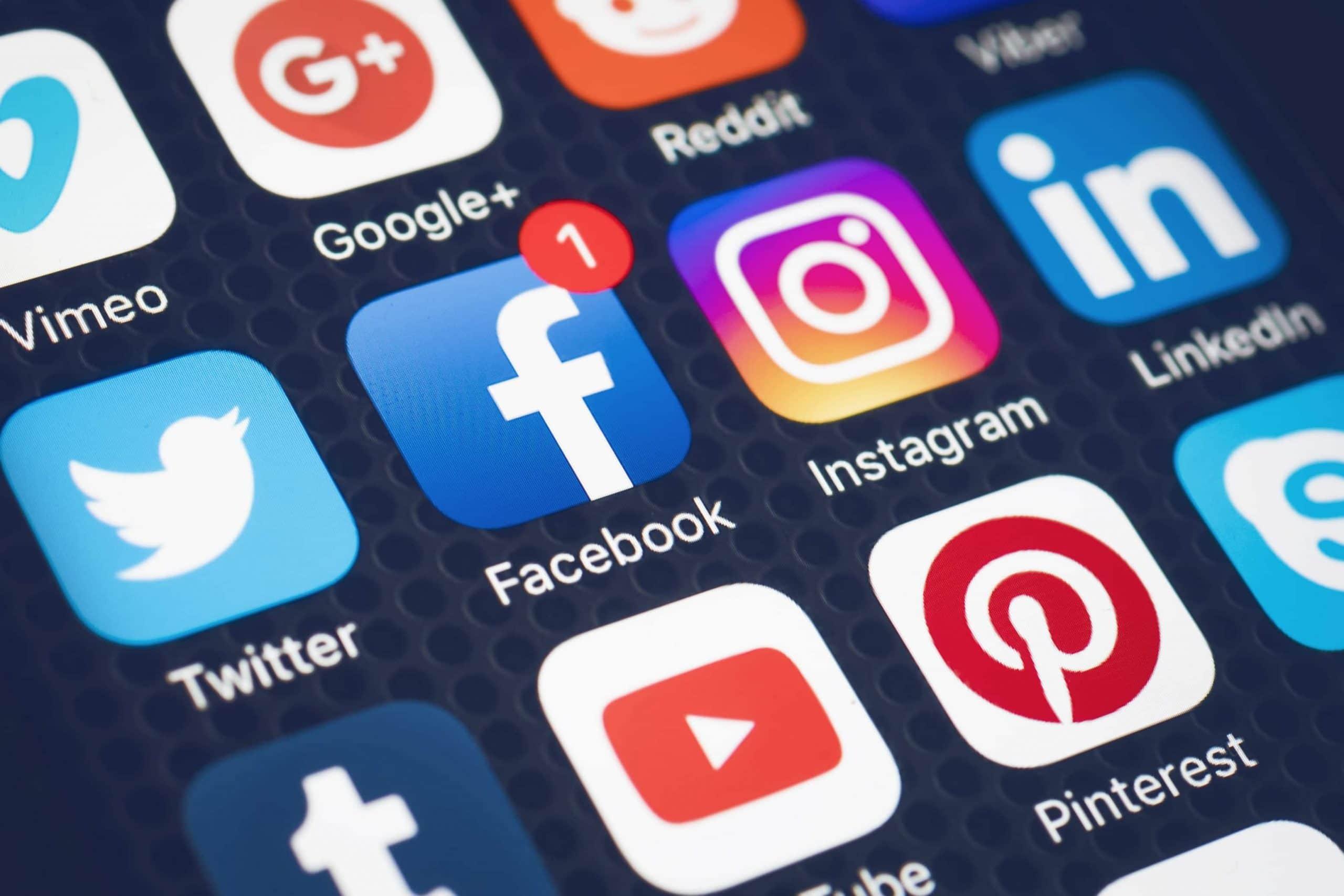 L'influence des réseaux sociaux dans le lancement d'une ligne de vêtements