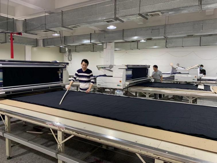 Machine automatique d'épandage de tissu 2