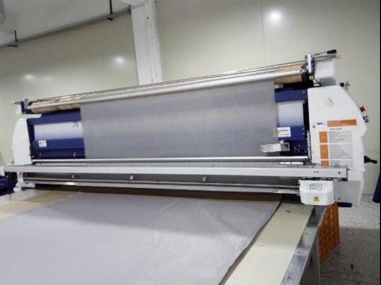 Machine automatique d'épandage de tissu