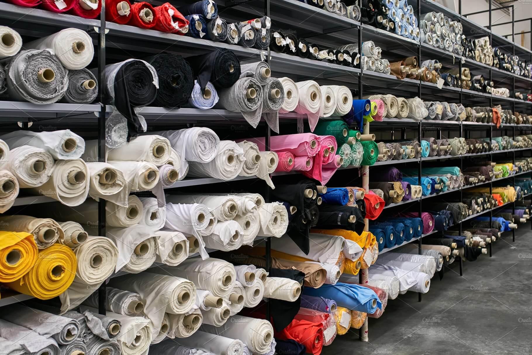 Tissus et matériaux pour la ligne de vêtements